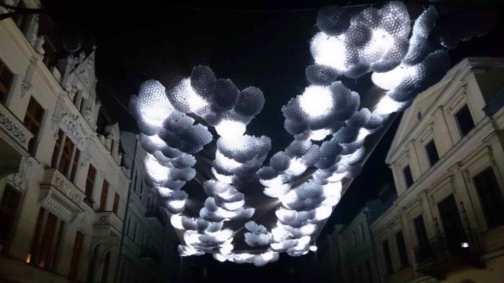 """instalacja """"W chmurach"""""""