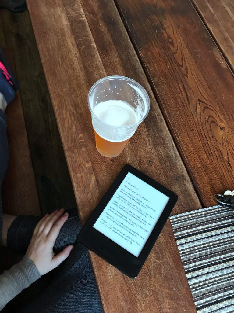 piwo w schronisku na szczelińcu i Kindle